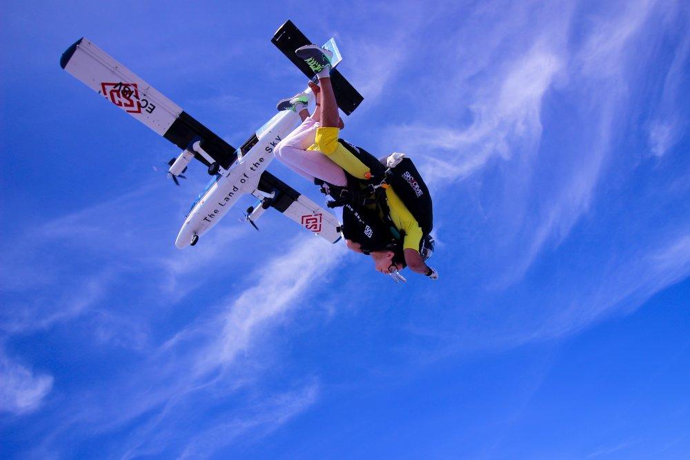 skydiving-2717505_1920.jpg