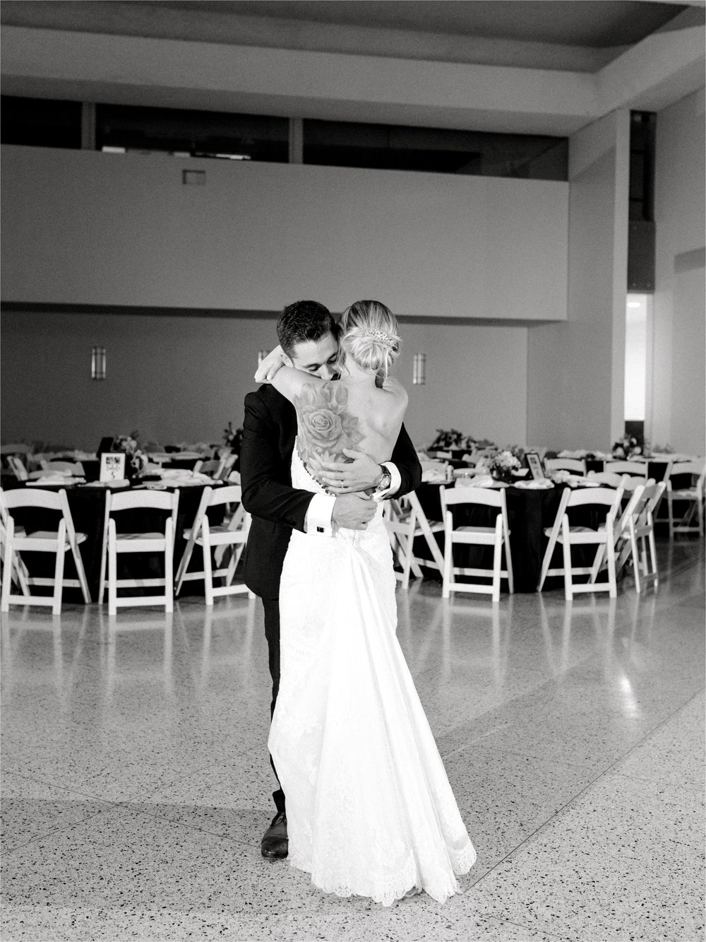 CHUALEEPHOTOGRAPHY_DALLASWEDDINGPHOTOGRAPHER_TEXASDISCOVERYGARDENSWEDDING_1132.jpg
