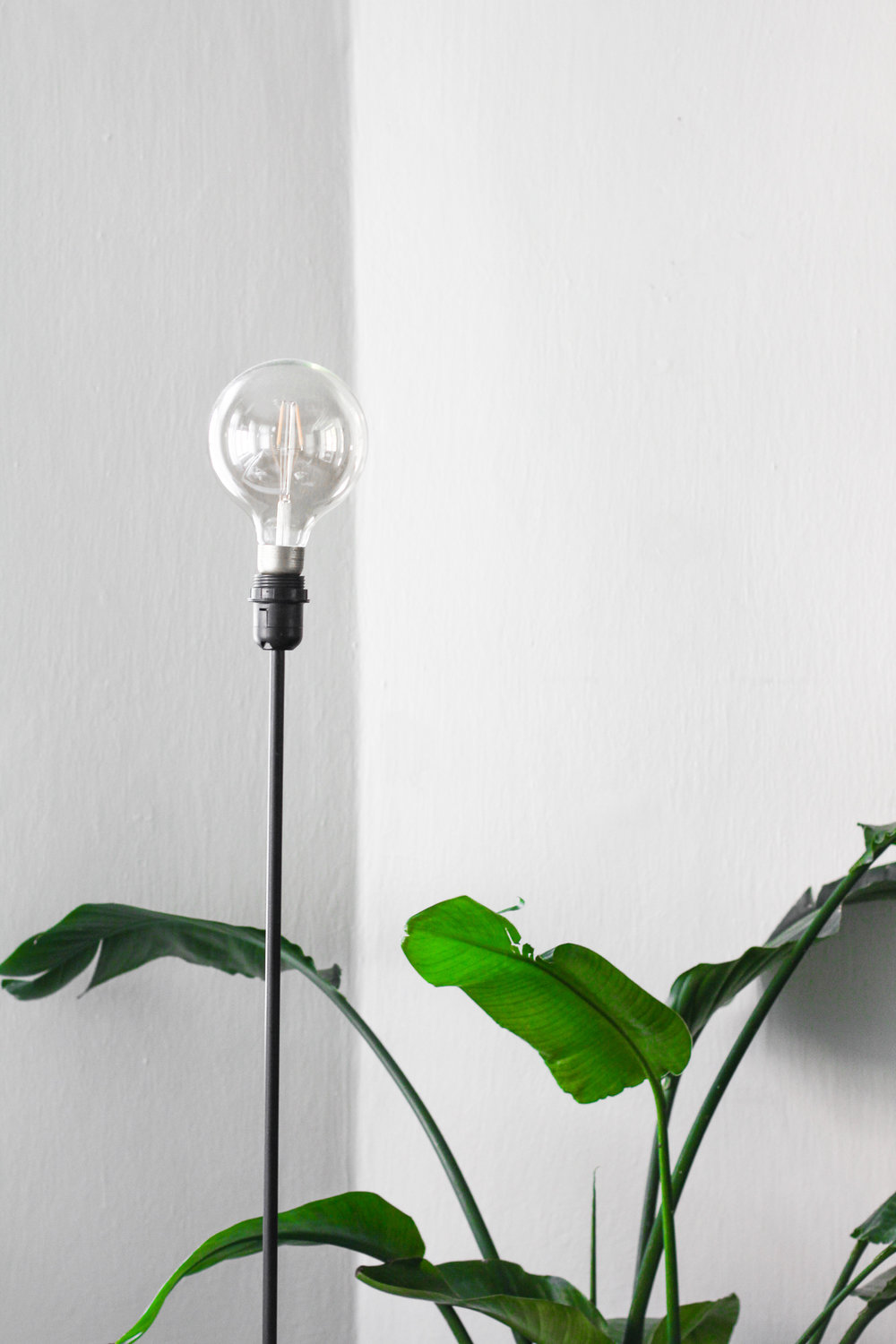 SHOP:  Light Bulb  | Stand is old from IKEA