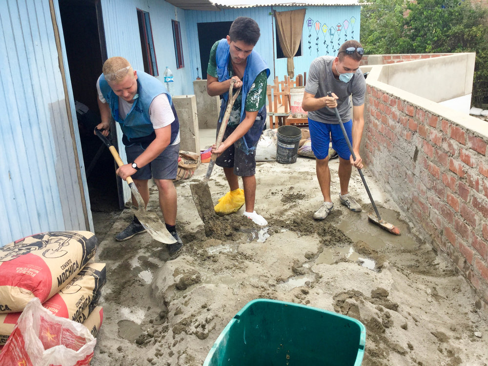 volunteers PERU humanitarian SKIP