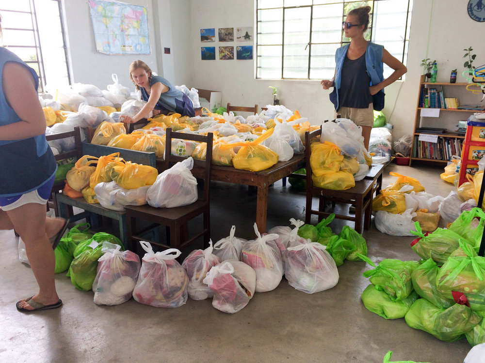 flood relief Peru volunteer with SKIP