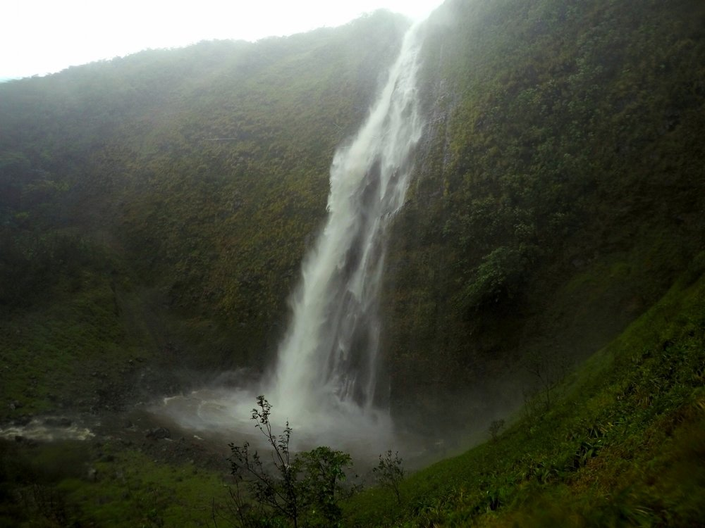 waimanu-valley-best-waterfall-hike