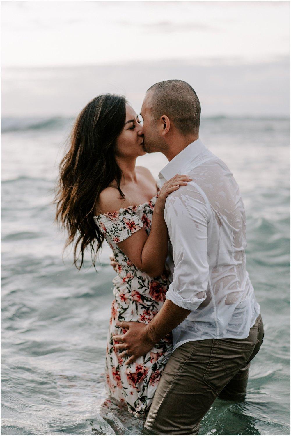 hawaii-elopement-photographer-beach-couples-session_0030.jpg