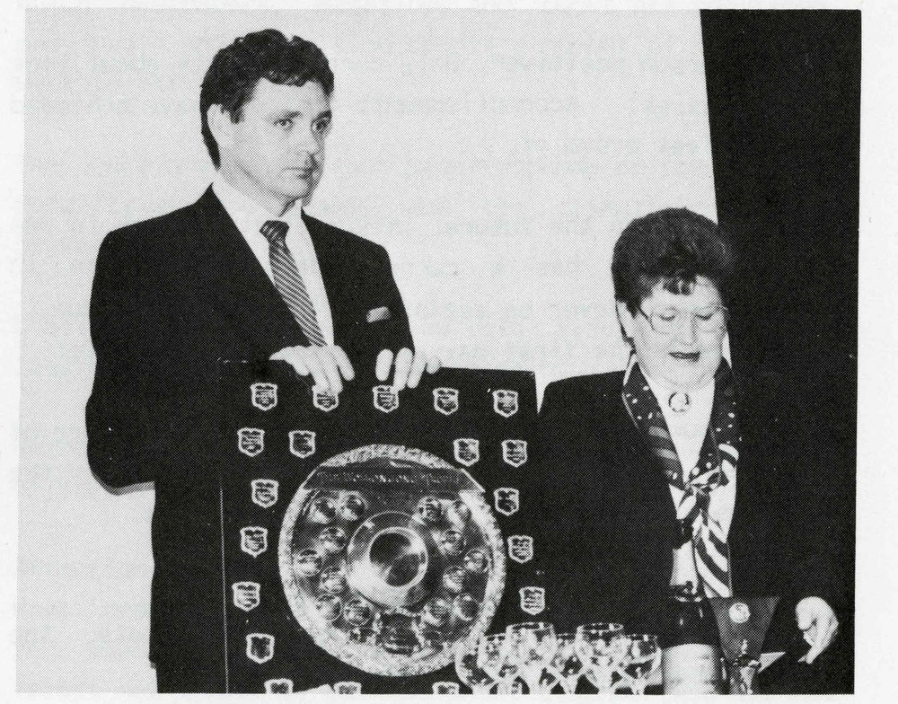L-R: Bob Hince & Monaro Division contestant Pat Williamson