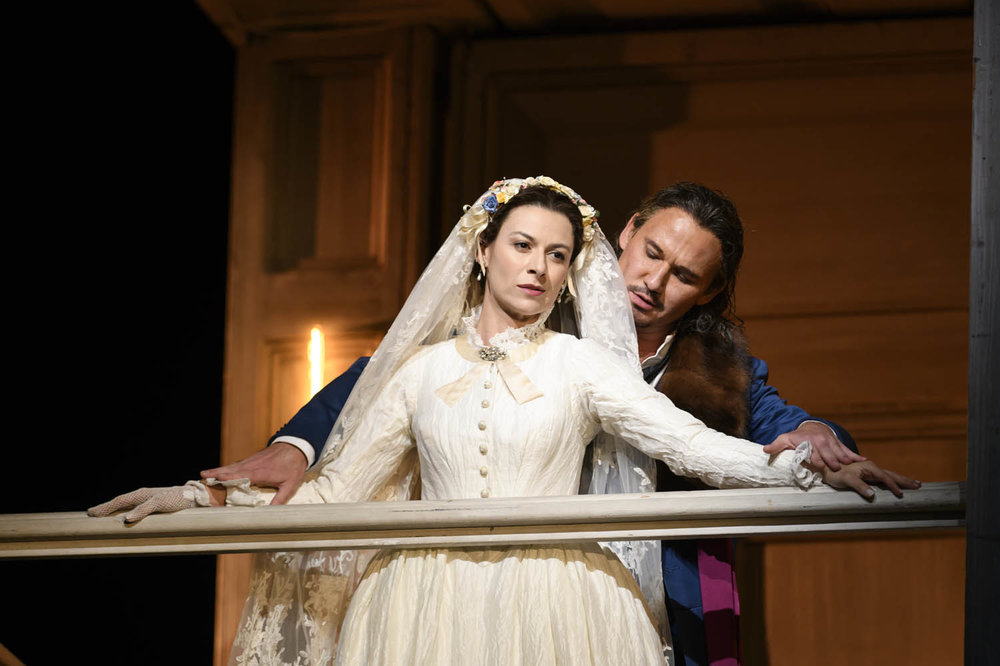 Chen Reiss as Zerlina & Mariusz Kwiecień as Don Giovanni © Royal Opera House/ Bill Cooper