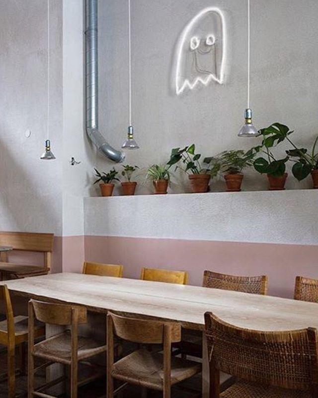 @my_zachrisson_studio och @mattirdl har gjort fantastiska Gast Cafe. Bordet Baresi av Maldini Studios, i ask. Foto; Ulrika Nihlén