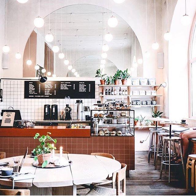 @my_zachrisson_studio och @mattirdl har gjort fantastiska Gast Cafe. Bordet Baresi av Maldini Studios, i ask. Foto; @imartavargas