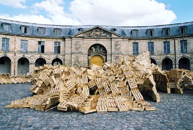 Gandamaison , installation by Tadashi Kawamata at La Maréchalerie - centre d'art contemporain / ENSA-V, 2008 — Photo Laetitia Tura.