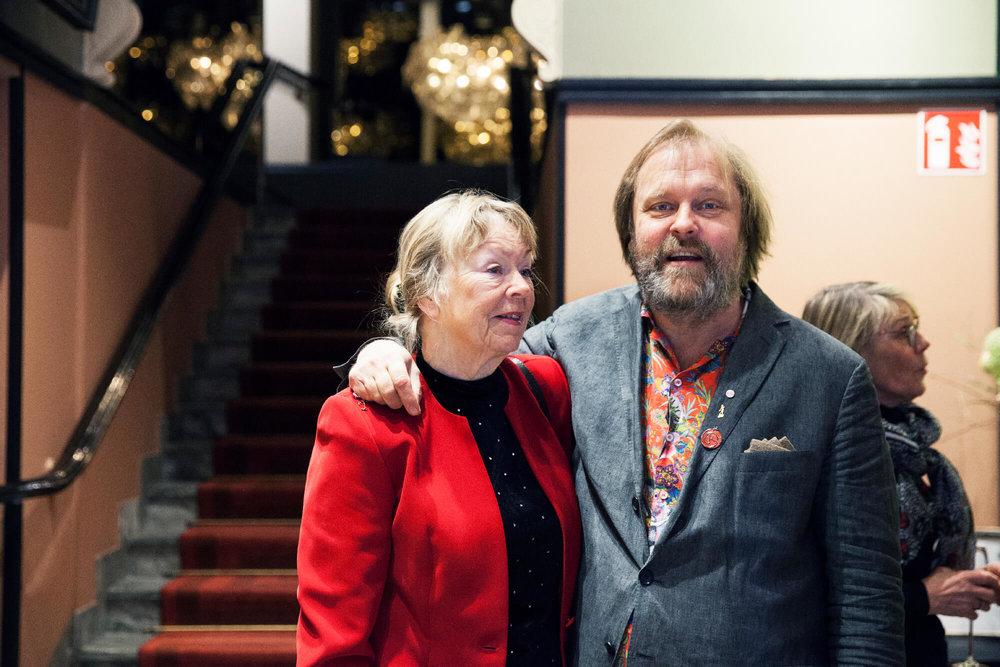 Pelle Sturén fadder till årets seniorpristagare Irma Balzano