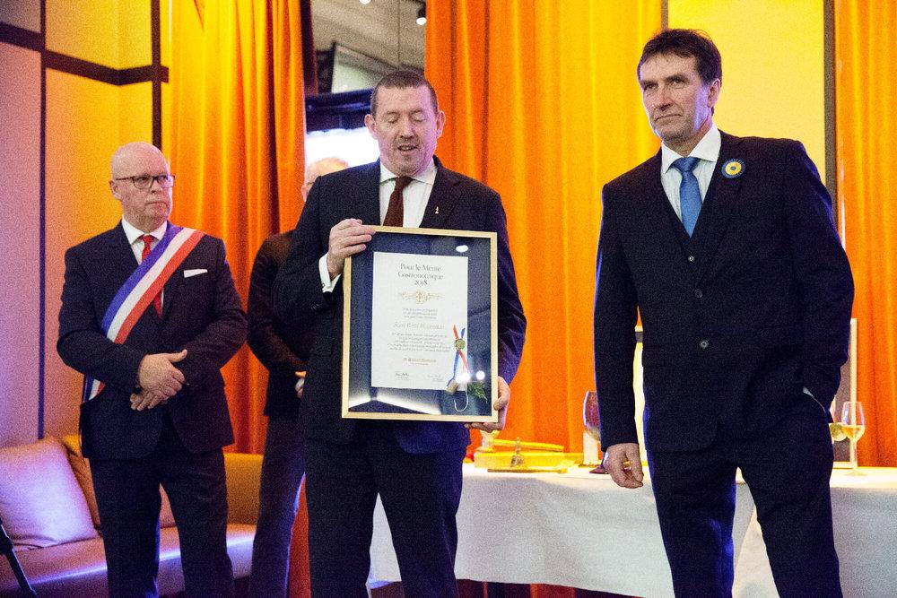 PG Nilsson med Pour le Mértite-pristagaren och fiskaren Sven-Bertil Westerman från Möja med ständige ordf. Severin Sjöstedt och ceremonimästare Nordlind