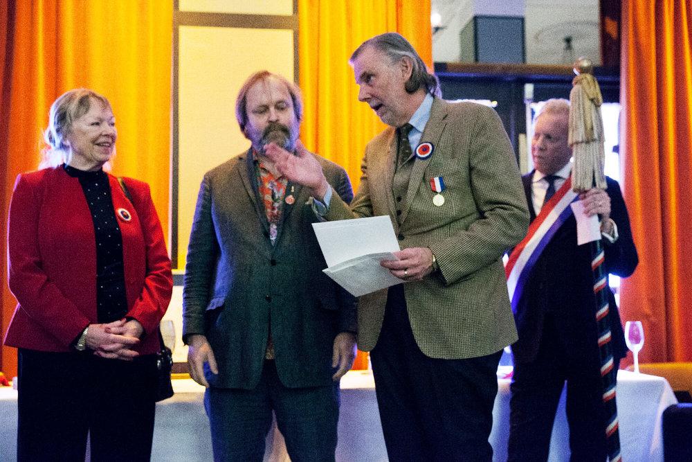 """Lars """"Blomman"""" Blomberg delade ut seniorpriser ur Curt Blombergs minnesfond till Irma Balzano och Pelle Sturén faddrade"""