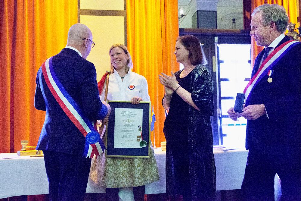 Severin Sjöstedt välkomnar Anna Lallerstedt och hennes madder Malin Söderström som ledamot tillsammans med Per Nordlind