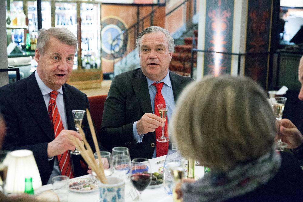 Skattmästare Olle Lindberg och AU-ledamoten Erik Molinder njöt av lunchen
