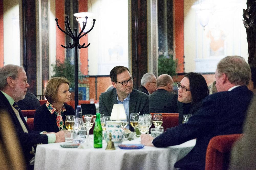 Erik Lallerstedt, stoltaste fadern till nyaste ledamoten Anna L, hojtade högt tillsammans med Elisabeth Haglund och Magnus Johansson