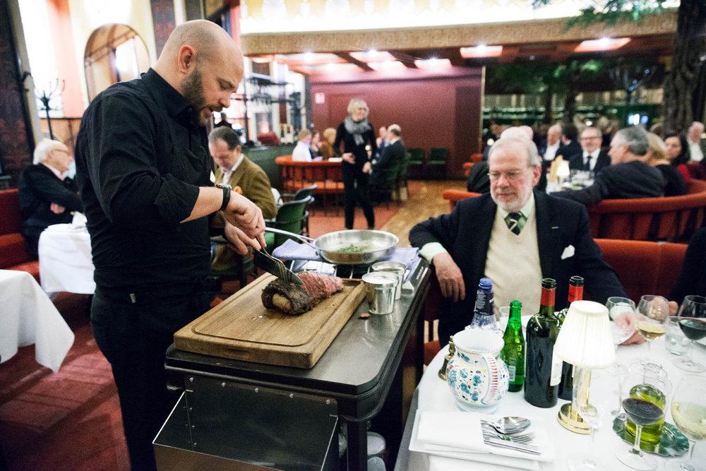 Krögare Karl Ljung trancherade entrecôten med den äran
