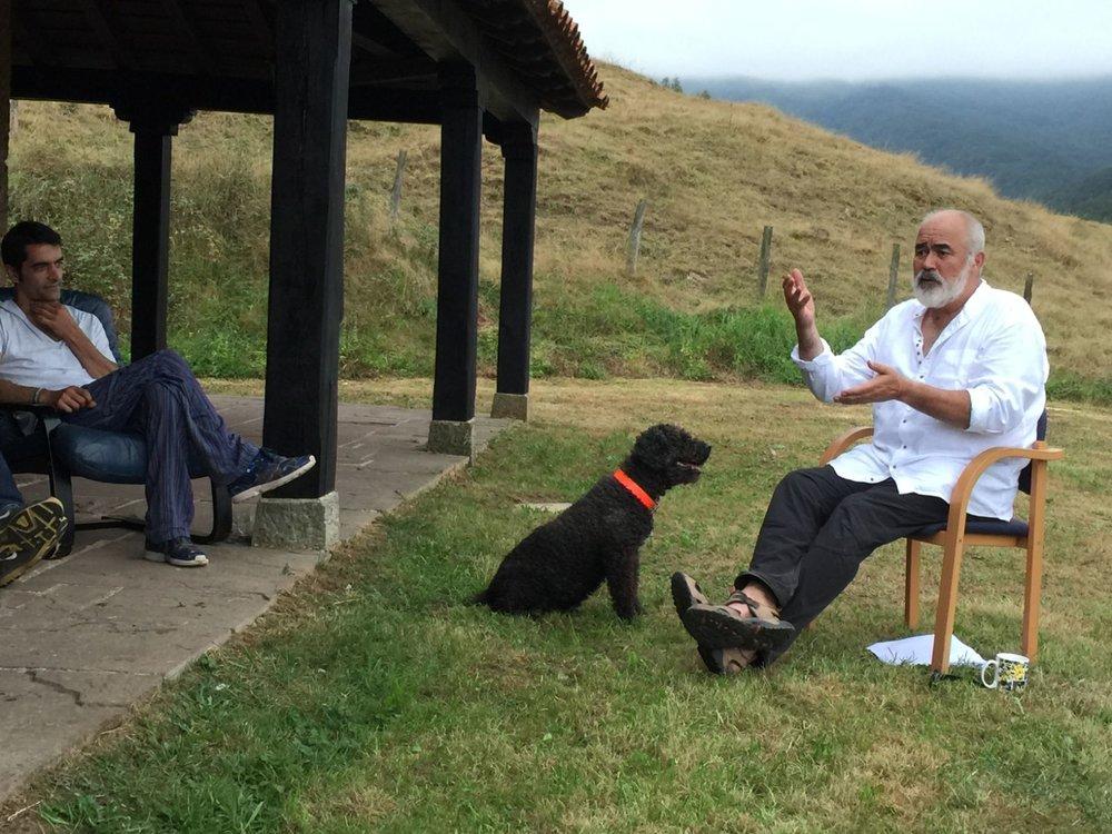 Geoffrey organiza experiencias para gestionar el estrés y las adicciones.