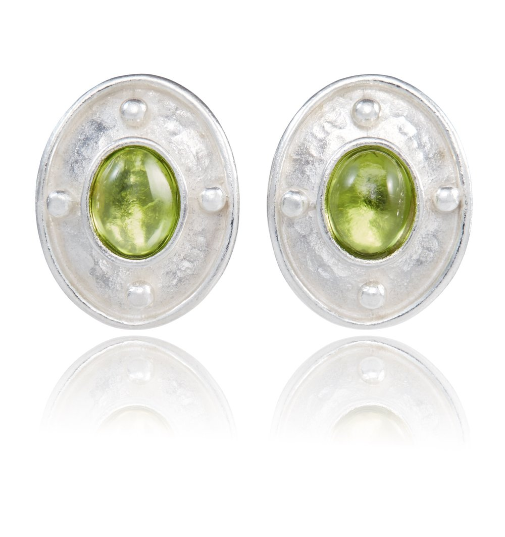 Venetian earrings in sterling silver set with cabochon Peridot