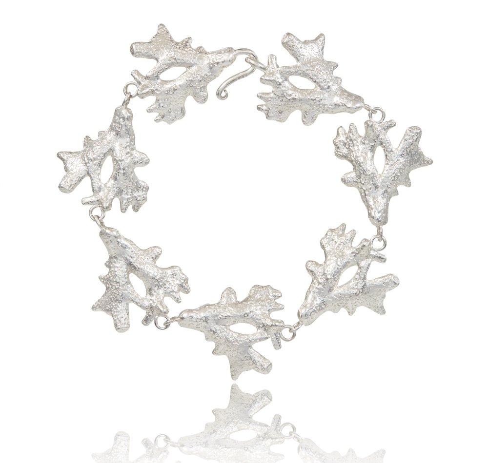05_Coral_Fan_Bracelet_Silver_SCREEN_72dpi_2000px_sRGB.jpg