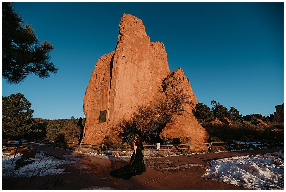 engagement-session-at-garden-of-the-gods-colorado-springs-co_0010.jpg