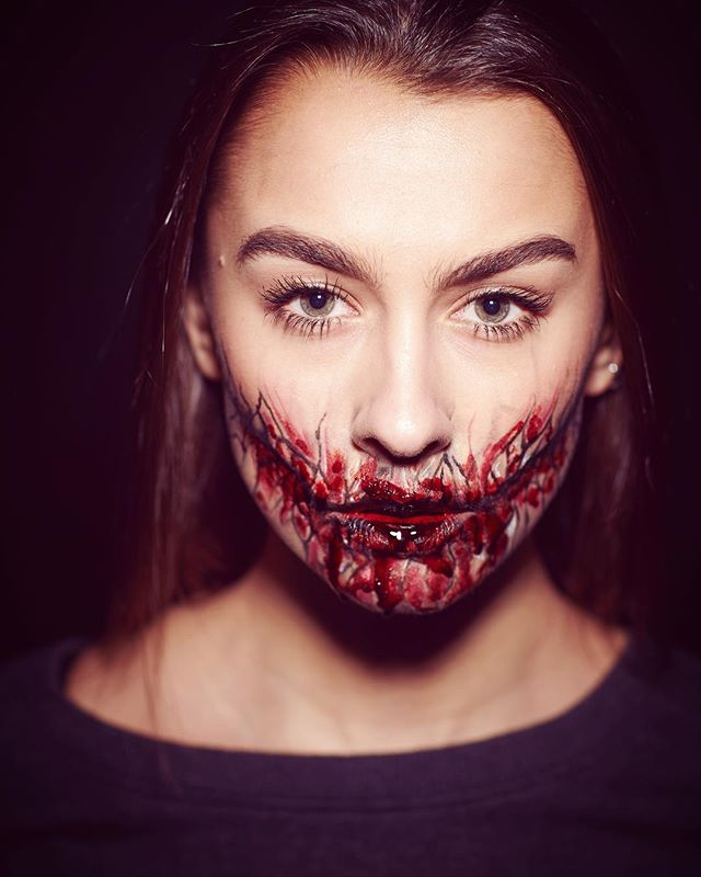 Smiles all round 👻💉 #happyhalloween Make-up: Kay day