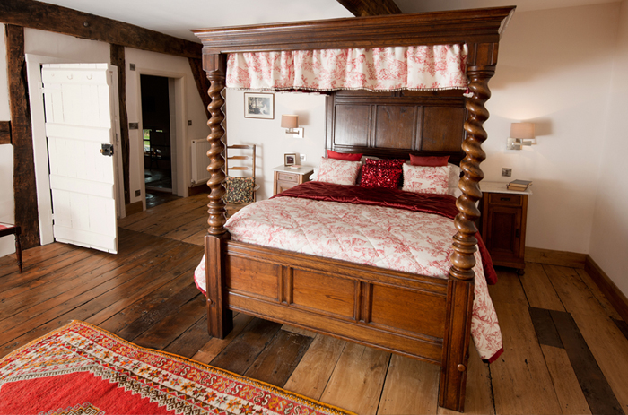 After a complete renovation of this 16th Century House in Gloucestershire it took quite some time to source this beautiful four poster bed and French side boards. We then designed bespoke bedspread, cushions and bed drapes in a Toile de jouy fabric and completed the drapes and curtains with pearl droplets detail.