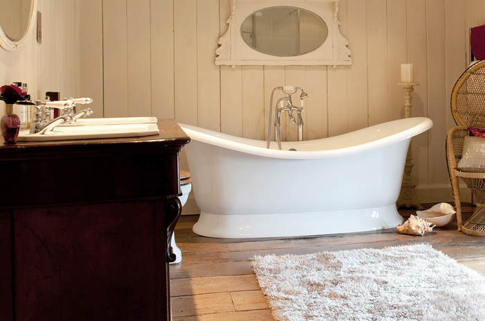 When this bathroom in a house in Surrey was renovated we discovered original wood panelling and revealed and renovated the oak boards. The high quality bathroom was designed and sourced to give our client the luxurious en suite. Mirrors and other items were sourced and customised to great effect.