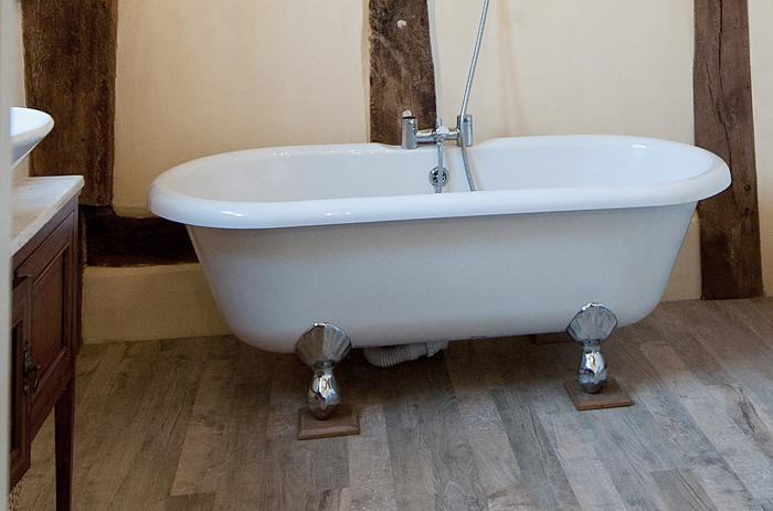 Lovely bath tub in Chelsea.