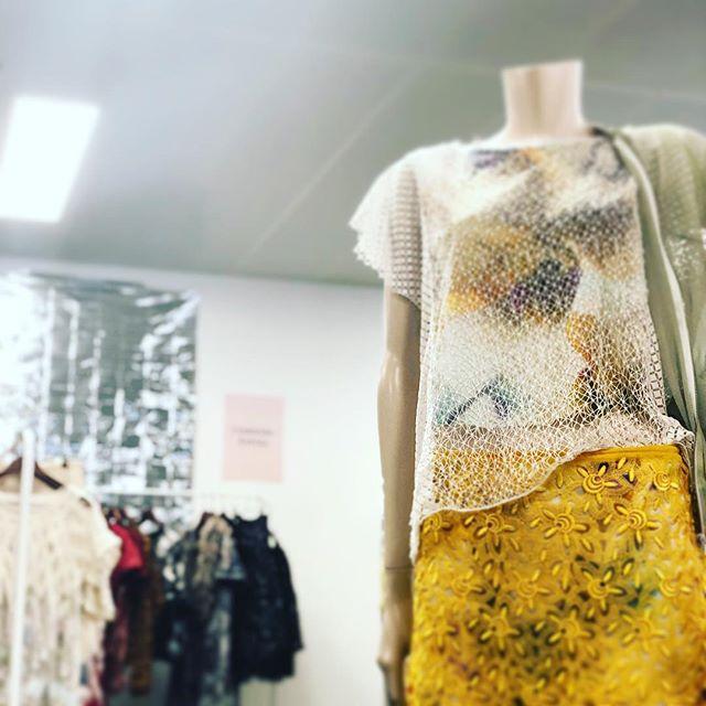 @schweizer_textilfachschule @seam_fashion_design #fashiondesign #design #swissmade #yello #stgallerspitze @stadtsg #saintcity