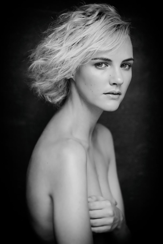 Portfolio_Portraits_Caitlin_Frost_1.jpg