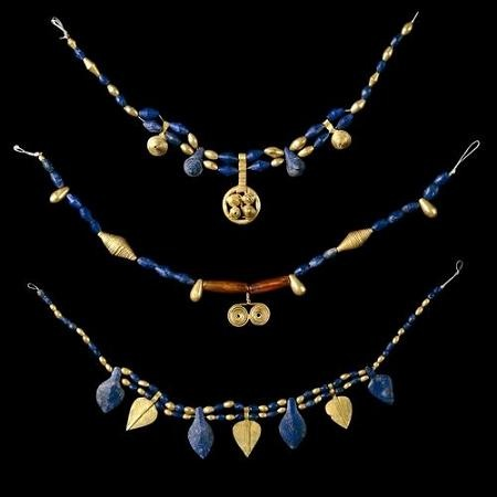Lapis necklaces found in the royal Sumerian tombs of Ur Image Courtesy  sumerianshakespeare.com