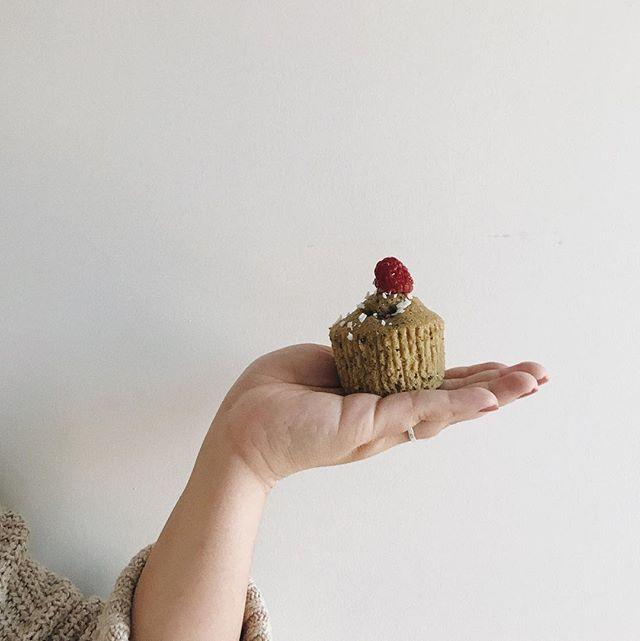 Muffins aux framboises et matcha 😋 Recette en ligne - LIEN DANS LA BIO! . . . . . . #food #foodie #foodielover #mtlblog #blogger #foodieblogger #muffins #muffin #matcha #raspberry