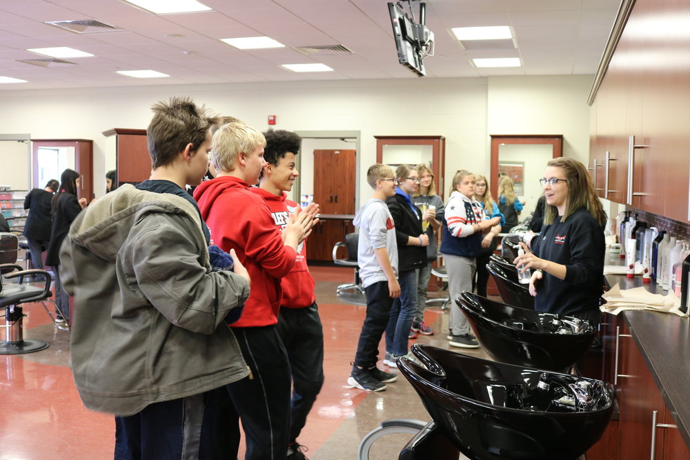 VWMS students tour Vantage's cosmetology program.