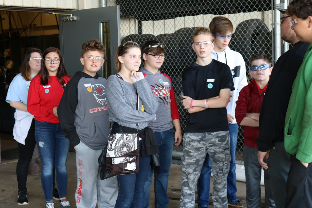 8th graders tour Vantage's Ag and Industrial Power Technology program.