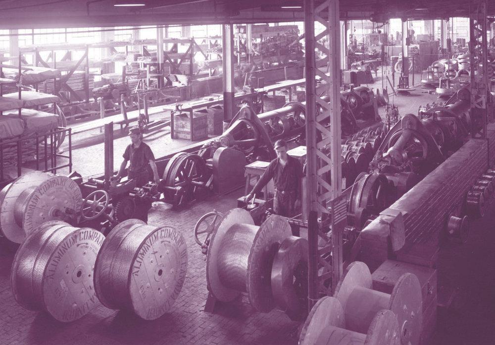 Câblerie de l'usine Alcan dans le bâtiment 3 en 1950