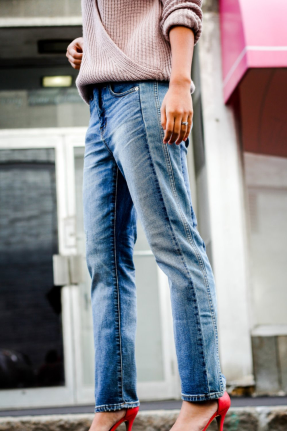 Madewell - These pair of  jeans are my favorite. It's the highlight of the ensemble. I mean, how cute is the two-toned pieced detail?Madewell is the most consistent brand in my wardrobe. They are always up to date with trends and the quality of their jeans are worthy.Side note: I'm so glad today's fashion is heading beyond the skinny jean. Slowly, I'm trading them in for straight, wide, and flared. Options are always great, especially if you're looking for variety in your looks.*cruiser straight crop jeans: pieced edition