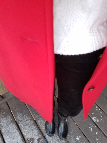 Weekly outfits from a busy stay-at-home mom of 6 kids, winter style. Bold colors, bold lips, classic and edgy style. Dressing Your Truth Type 4 DYT T4 T4/3. Winter outfits.