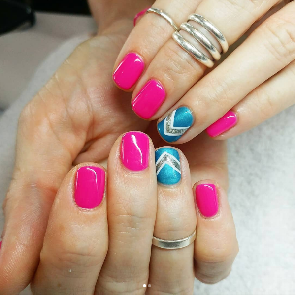 A bold and edgy manicure. Stunning Style