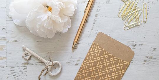 StyledStock_Office_GoldWhiteGreen_IMG_9183_Sm_White_Flower_Thin_Vsm.jpg