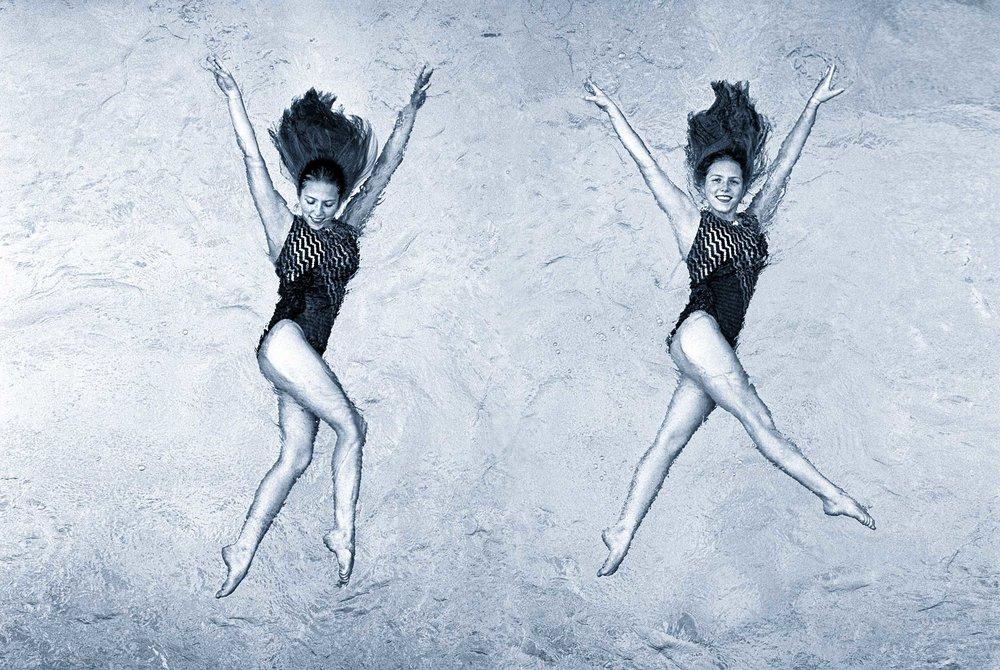 _IMG0073 Sync swim angela swmixer wasser hell_COMBI_NikschwGOLDSCHWAECHERblau_bbbFLAT_crop3zu2_shp2500px_JPGQU4_611KB.jpg
