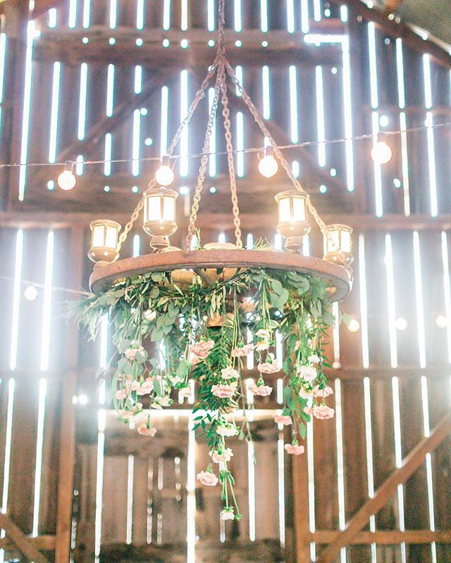 It's all in the details. Of course dripping flowers from a wagon wheel chandelier is a great idea! Thanks to @fluidbloom for creating such magic for this wedding. . . If it were up to me i would drop everything in flowers. . .  What's a favorite wedding detail you have seen? Let me know in the comments! . . Photographer @natalieschuttphotography // Video @storiestoldbyfilm // Venue @spreafico_farms // Florist @fluidbloom // Hair @btarr_hairmakeup // Makeup @candacemillermakeup // . . . #caweddingplanner #weddingdetails #weddingdesigner #caweddings #sloweddings #sloweddingplanner #flowerchandelier #drippingflowers #weddingreceptiondecor #barnwedding #rusticchic #spreaficofarmswedding #summerweddings #blushwedding #samanthajosetteevents #weddingstyle