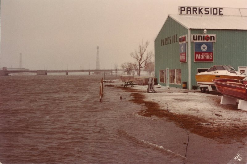 Parkside River View- 1983 001.jpg