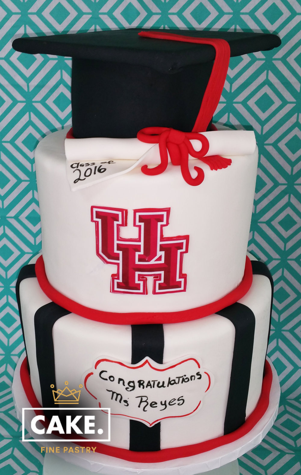 uh graduation cake.jpg