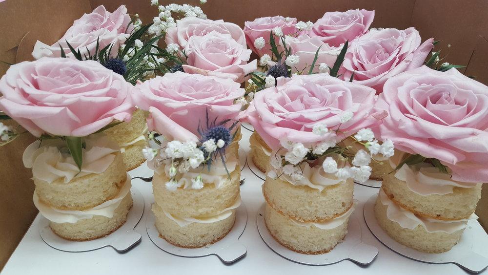 Mini Cake Fresh Rose Topped