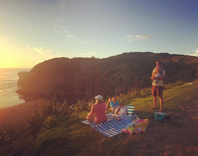Chilling at the beach with good friends, eating fish and chips and watching the sunset. Doesn't get better than this! #muriwai #beach #sunset #maoribay #waitakere #auckland #newzealand #fishandchips #fushandchups