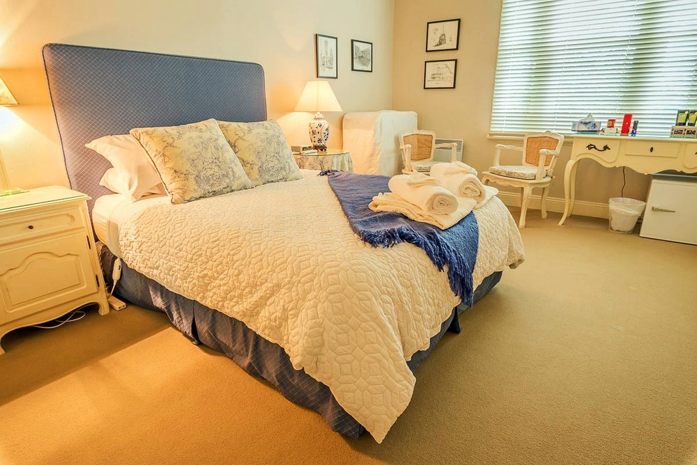Blue Room - This room has a view of Mt Roland & overlooks the pond and rose garden...