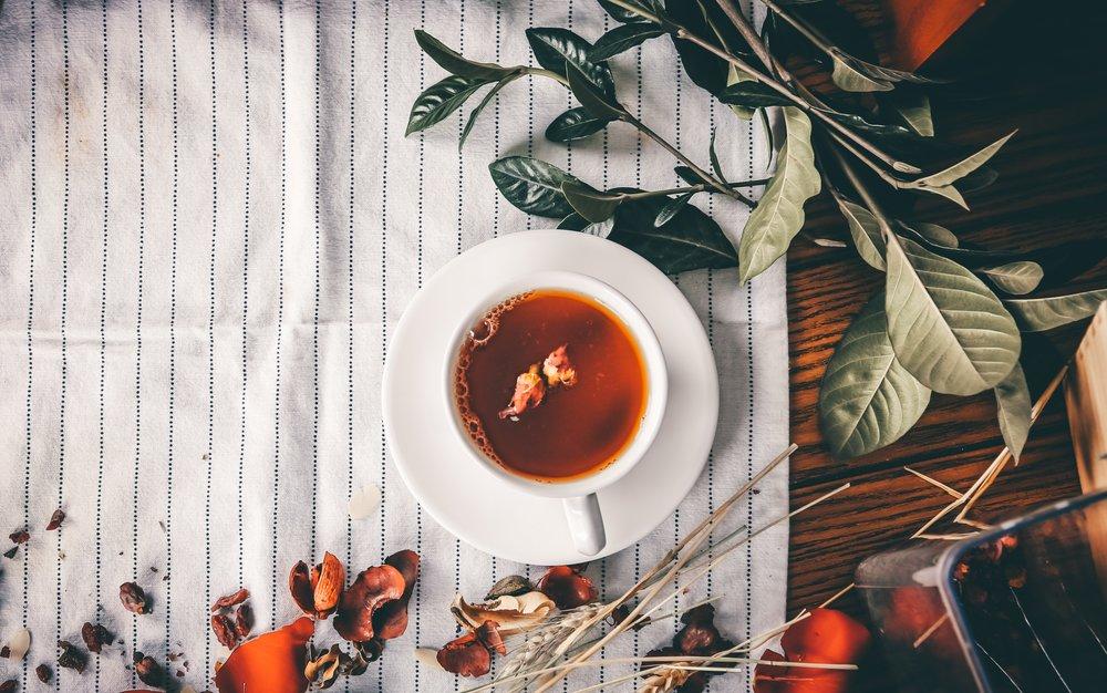 17 Ways to Combat the Winter Blues or Seasonal Depression | Steaming Hot Drinks Green Tea, Lemon, Honey, Cocoa, Hot Chocolate, Coffee, Latte