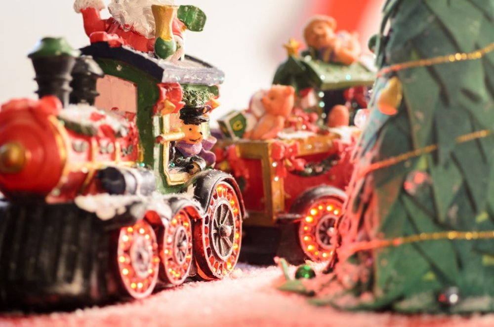 Red-Green-model-train-by-Christmas-Tree