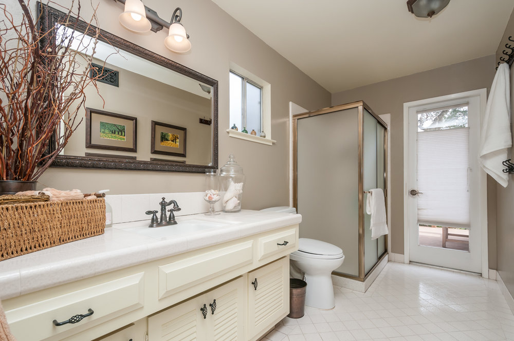 219_frances_lane_MLS_HID1088287_ROOMbathroom.jpg