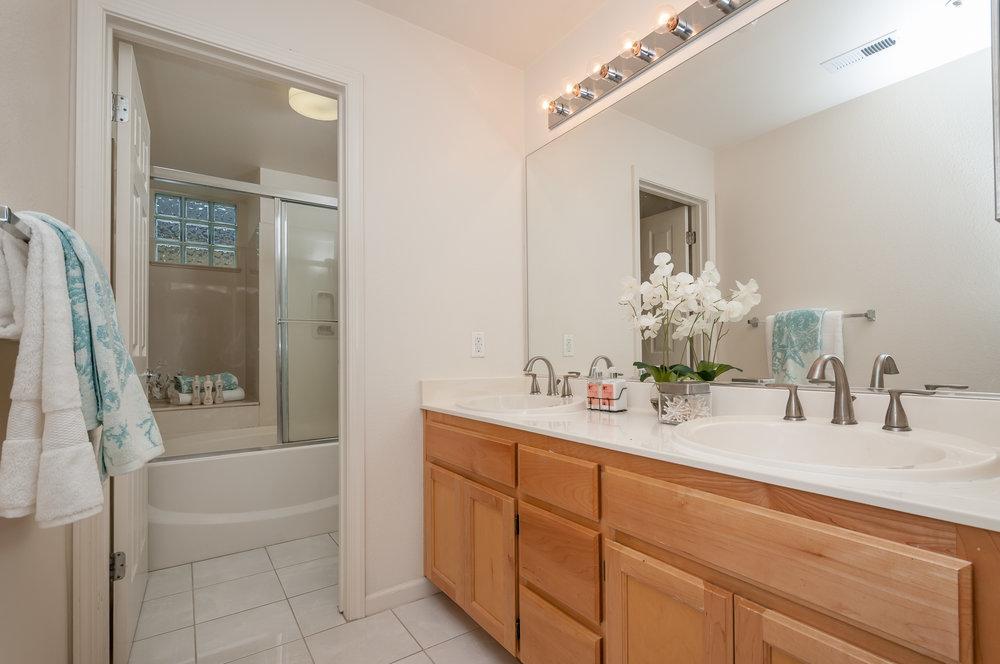 601_baltic_circle_637_MLS_HID1092659_ROOMmasterbathroom.jpg