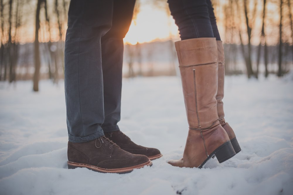 negative-space-man-woman-kiss-snow-boots-sunset.jpg